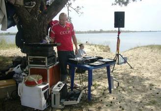 Dj с оборудованием на острове, фото 8