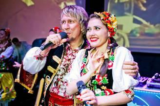 Выступление украинского ансамбля на борту теплохода