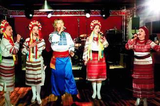 Вокальное выступление украинского ансамбля
