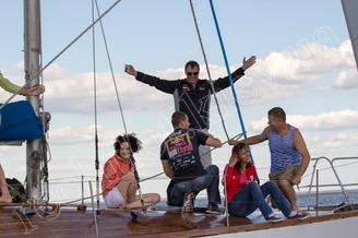 Ости на палубе парусной яхты Электра