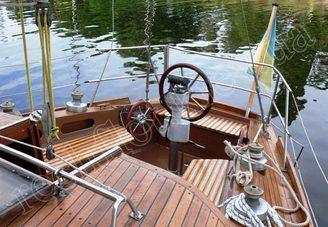 Кокпит парусной яхты Электра