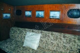 Диван в кают-компании парусной яхты Норд
