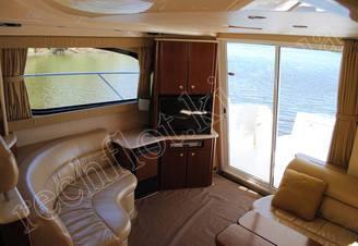 Места отдыха в салоне моторной яхты Меридиан-411