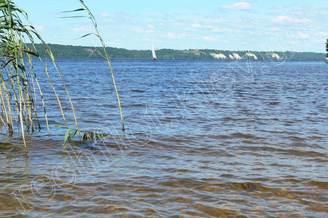Парусная яхта Электра у берега