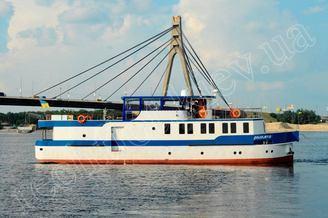 Моторная яхта Соломия на реке Днепр