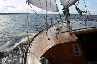 Спуск в кубрик парусной яхты Электра