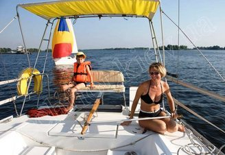 Кормовая часть парусной яхты Лана