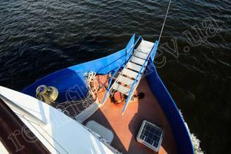 Носовая часть моторной яхты Соломия