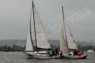 Парусная яхта Дельта участвует в гонке