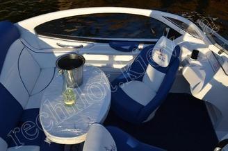 В салоне катера Азура-520