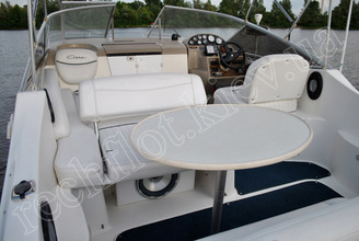Банкетные места на катере Бейлайнер-2655