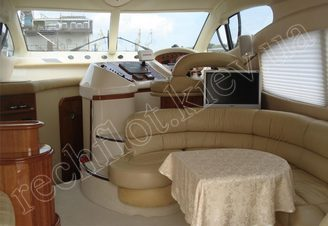 Салон моторной яхты Азимут-46