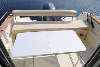 Кокпит катера Жено-625