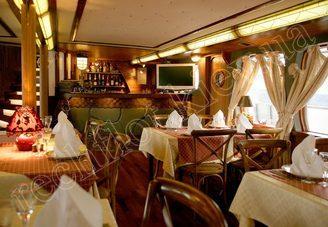 Ресторан первой палубы лайнера DE LUXE, фото 1