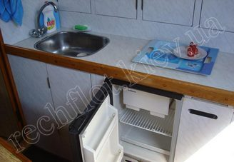 Холодильник на парусной яхте Лана