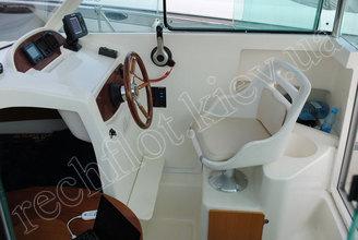 Капитанское место катера Жено-625