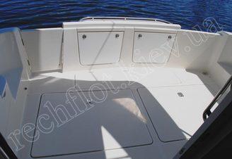 Кормовая часть моторной яхты Меридиан-411