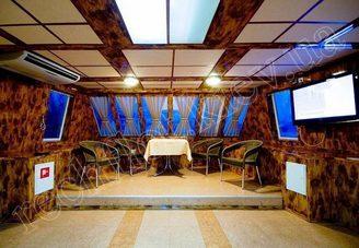 Носовая часть салона первой палубы теплохода Яков Задорожный