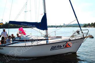 Прогулка на яхте Дельта в Киеве