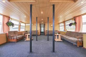 Зона для отдыха на нижней палубе теплохода Резон, фото 3