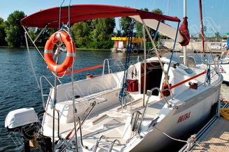 Защита от солнца на яхте Богема