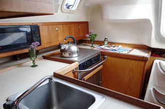 На камбузе парусной яхты HUNTER-320
