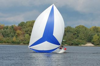 Яхта Карина на реке Днепр