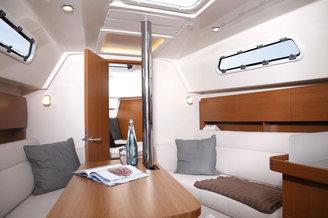 Кают-компания парусной яхты Хантер-323
