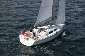 Парусная яхта HANSE-325 Impreza на полном ходу