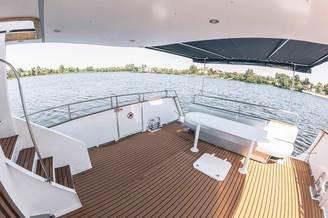 Место для отдыха на моторной яхте Одиссея