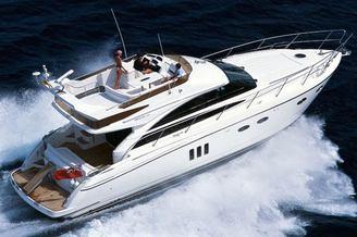 Моторная яхта Принцесс-54 на полном ходу
