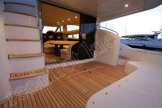 Кормовая часть моторной яхты Принцесс-50