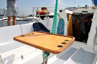 Стол в кокпите яхты Дельта