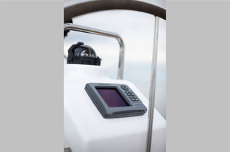 Приборная панель на парусной яхте Хантер-323