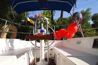 Кокпит парусной яхты Каталина