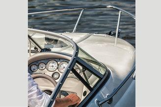 Капитанское место катера Стингрей-250