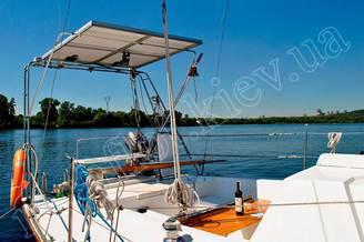 Навес над кормой парусной яхты Лана