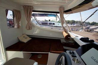 Помещение для отдыха на катере Атлантик-660
