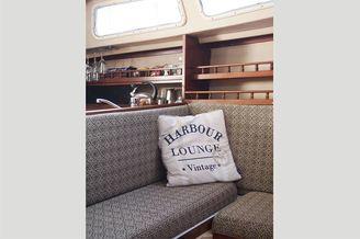 Лаунж зона на парусной яхте Каталина