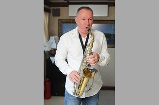 Саксафонист на борту Лайнера De Luxe