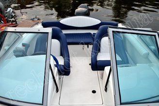 Мягкие и удобные кресла катера Галеон