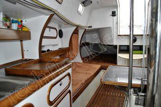 Полки и спальное место в кают-компании яхты Александра