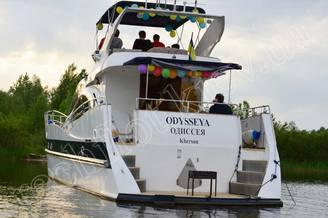 Кормовая часть моторной яхты Одиссея
