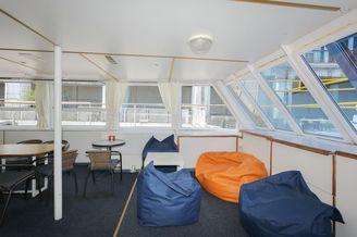Мебель в носовом салоне первой палубы теплохода Каштан-17