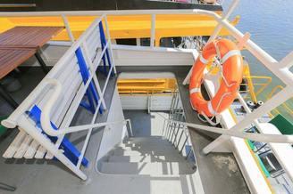 Лестница для спуска на первую палубу теплохода Каштан-17