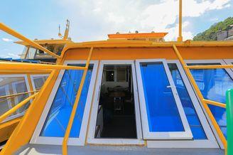 Окно из салона первой палубы теплохода Каштан-17