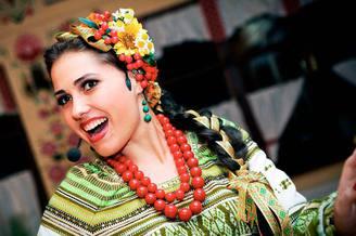 Вокалистка украинского ансамбля, фото 2