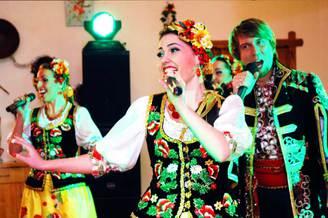 Вокалистка украинского ансамбля, фото 1