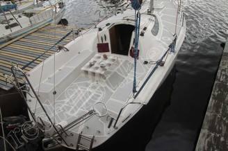 Вид сверху парусной яхты Богема