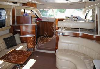 Салон моторной яхты Меридиан-411